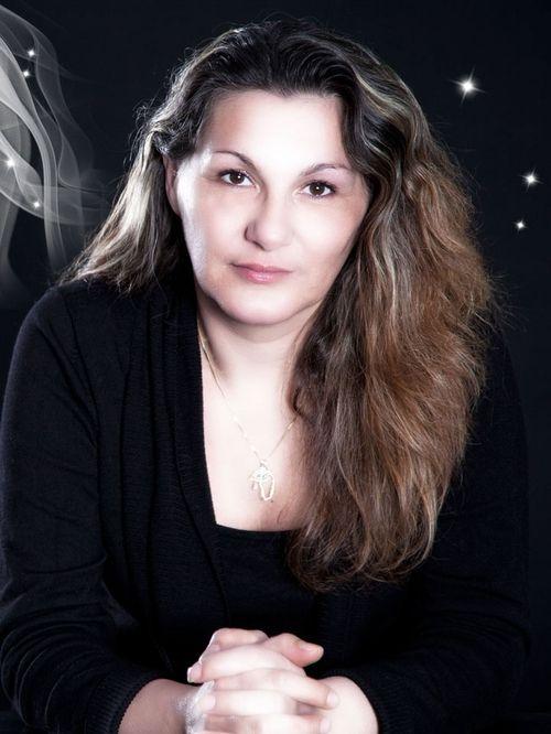 Laurine : Voyant, Médium, Tarologue